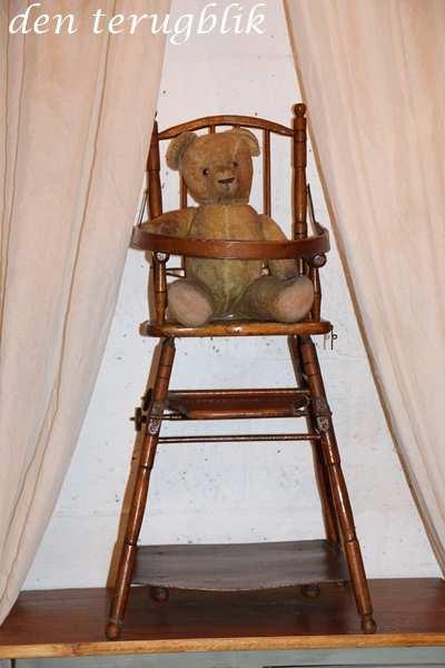 Antiek poppen stoeltje