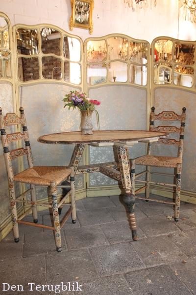 antiek Hindeloopen tafel